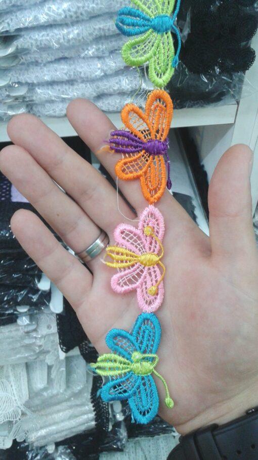 Banda cu fluturi colorati