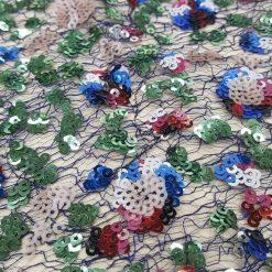 paiete multicolore pe tiul