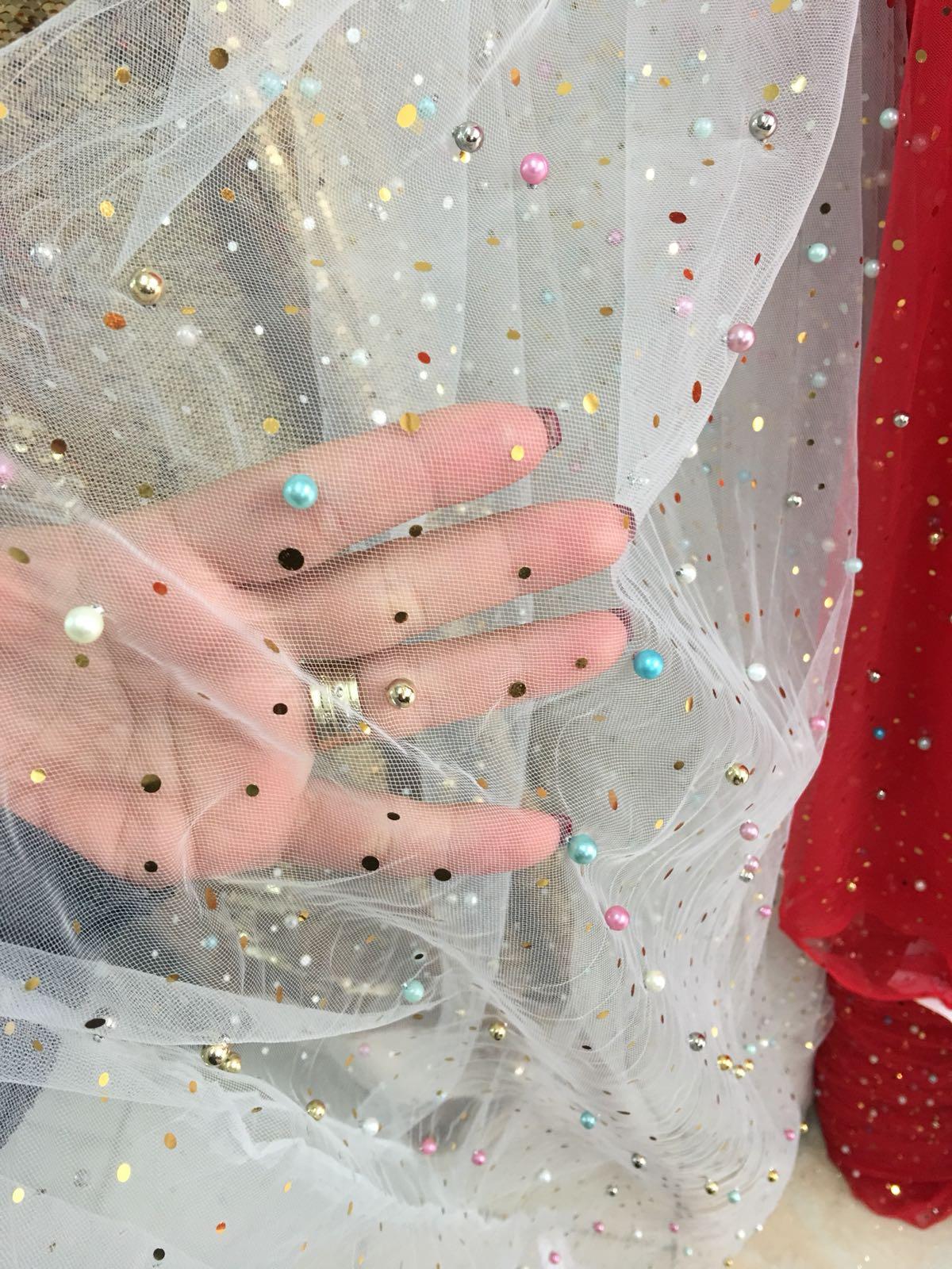 Tiul cu perle si paiete colorate