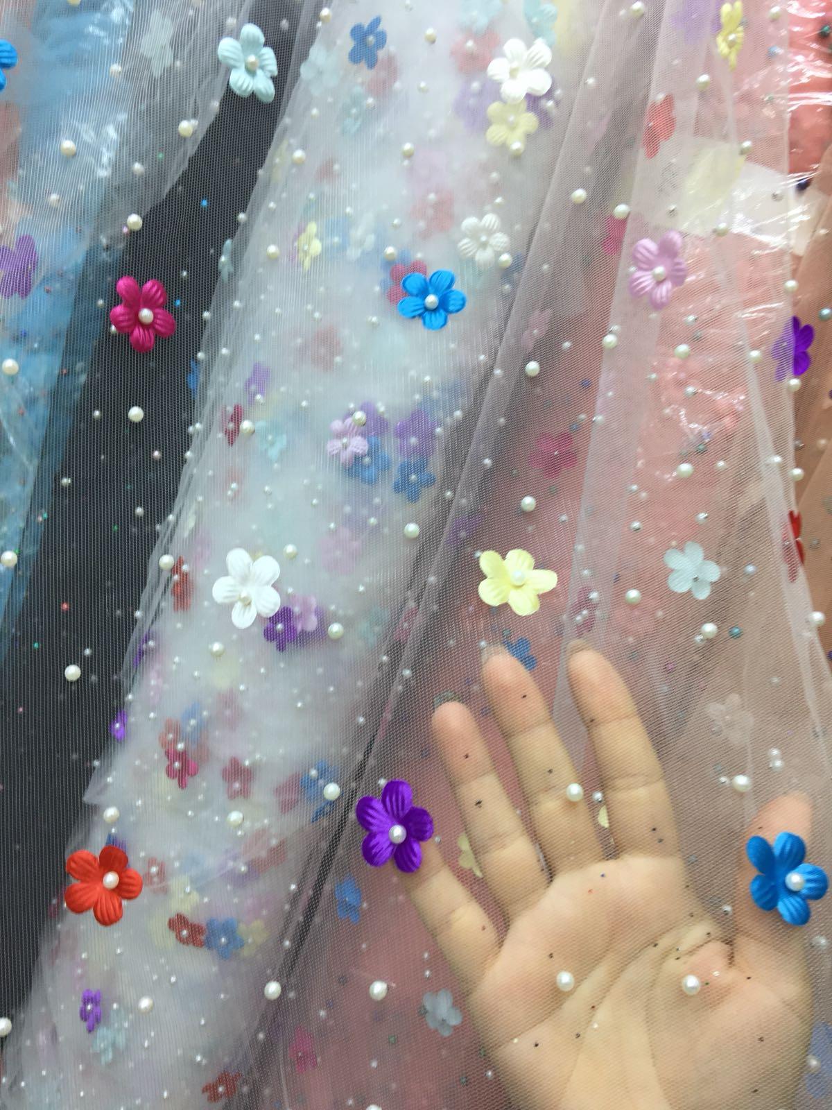 Tiul cu perle si flori colorate online