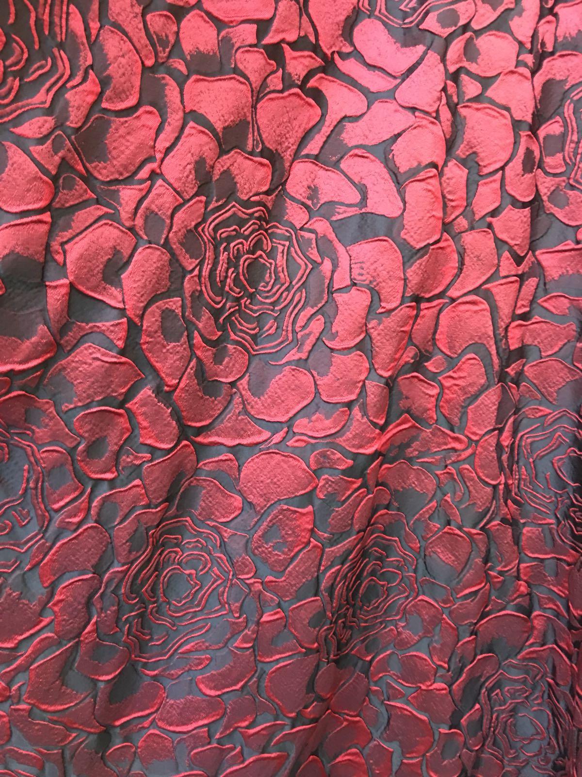 Brocard cu trandafiri pentru haine online