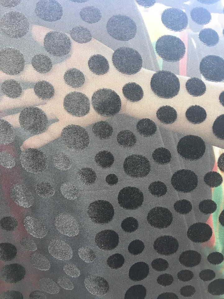 Tiul cu buline la metru