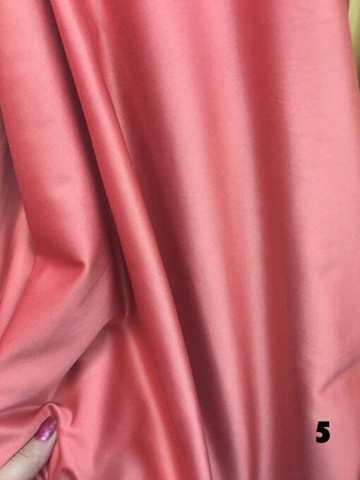 Tafta elastica satinata pentru rochii