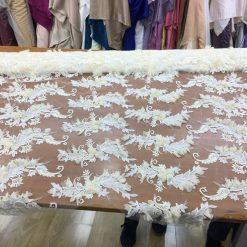 Tiul brodat cu flori material pentru rochii