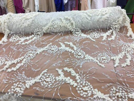Tiul brodat cu perle pentru rochii