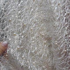 Broderie pe tiul material textil