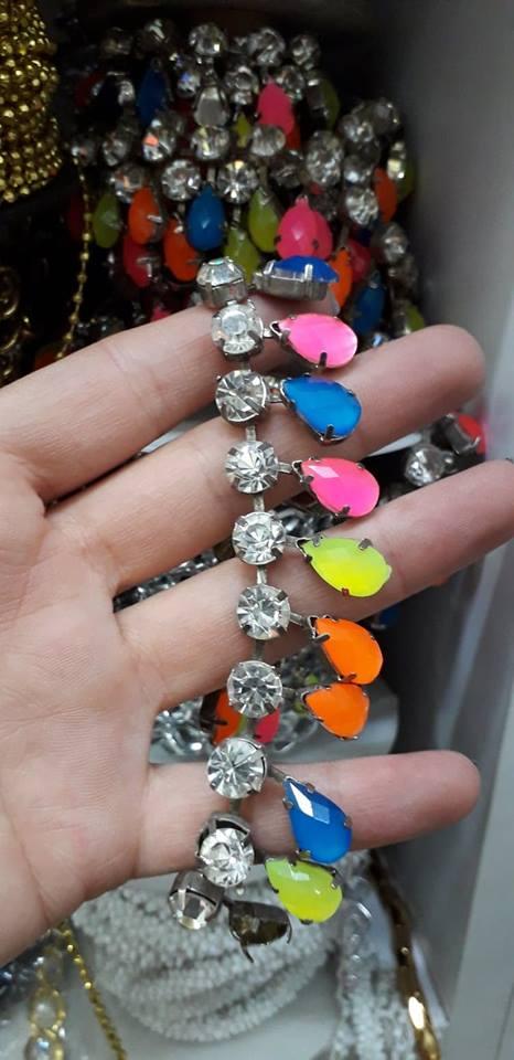 Lant cu pietre colorate