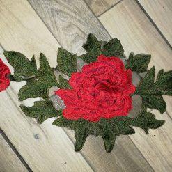 Aplicatie haine trandafir brodat