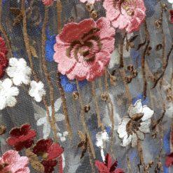 Flori brodate pe tull