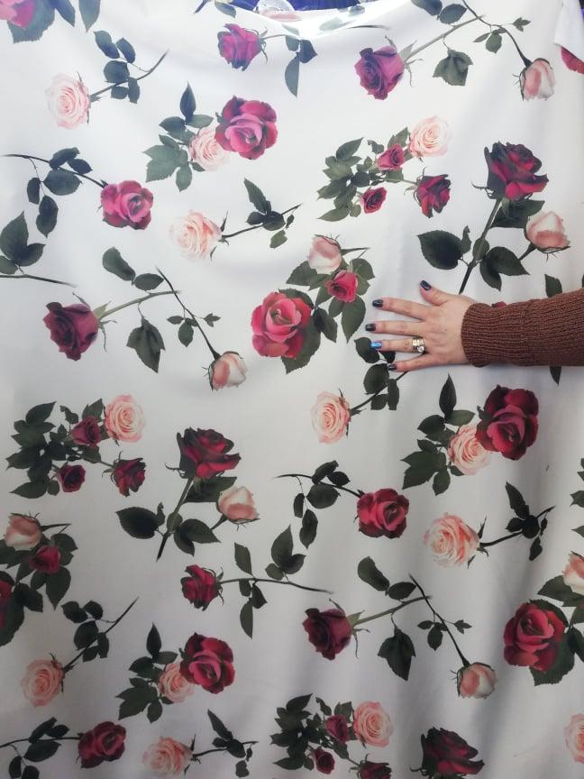 Scafandru imprimat cu trandafiri