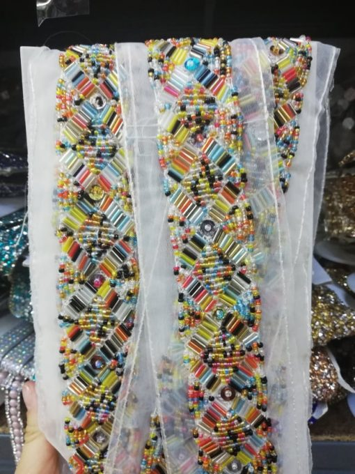 Banda textila cu margele