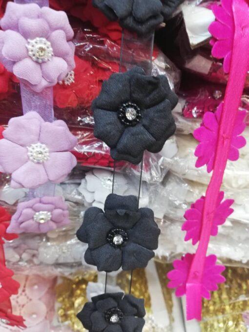 Banda floare cu pietricele