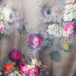 Material imprimat cu flori