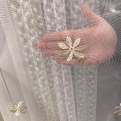 Perdea cu flori mici